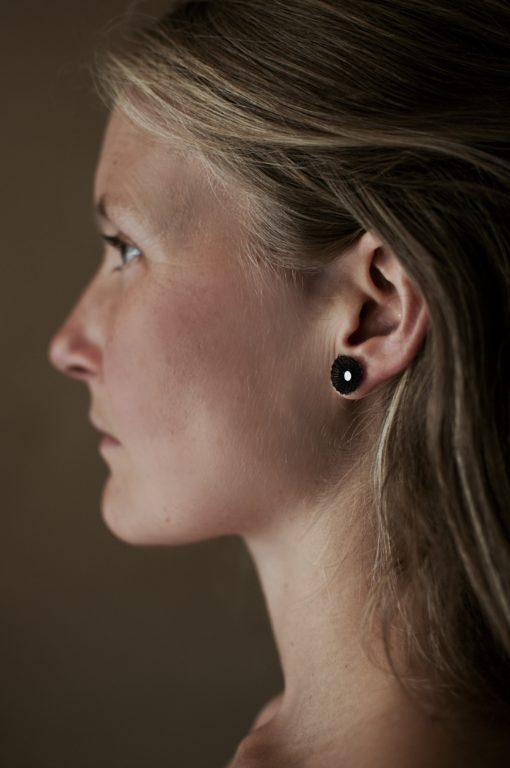 boucles d'oreilles 1cm noires